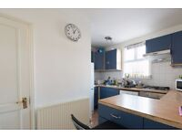 Double Bed in Room to rent in 5-bedroom house with equipped kitchen in Mile End