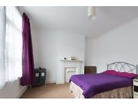 Double Bed in Rooms to rent in 4-bedroom house in the popular student area of Lewisham