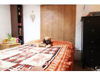Double Bed in Rooms in Large 5 Bedroom House with Terrace, near West Brompton Station