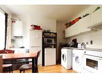 Rooms to rent in 4-bedroom flatshare with terrace - Barnes