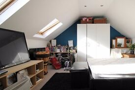 Loft Room for Professionals in Shared Family House in Ilford, Bills Included