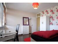Twin Beds in Rooms to rent in bright, 4-bedroom flat with balcony in Shadwell