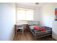 Double Bed in Rooms to rent in renovated 6-bedroom houseshare near university in Putney