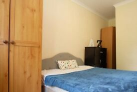 Decorated room with independent key in 4-bedroom flat, Canonbury