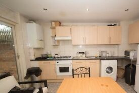 Furnished rooms to rent in 4-bedroom apartment with patio in Camden, Travelcard Zone 2