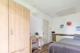 Bright room in 6-bedroom houseshare in Whitechapel