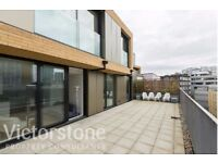 STUNNING 3 DOUBLE BED 2 BATHROOM APARTMENT WITH TERRACE IN THE ALDGATE TRIANGLE