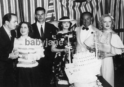 017 NORMA SHEARER ERROL FLYNN MARION DAVIES KAY FRANCIS CANDID AT AN EVENT