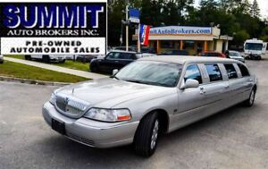 2005 Lincoln Town Car Executive Package   CAR-PROOF CLEAN   11 P