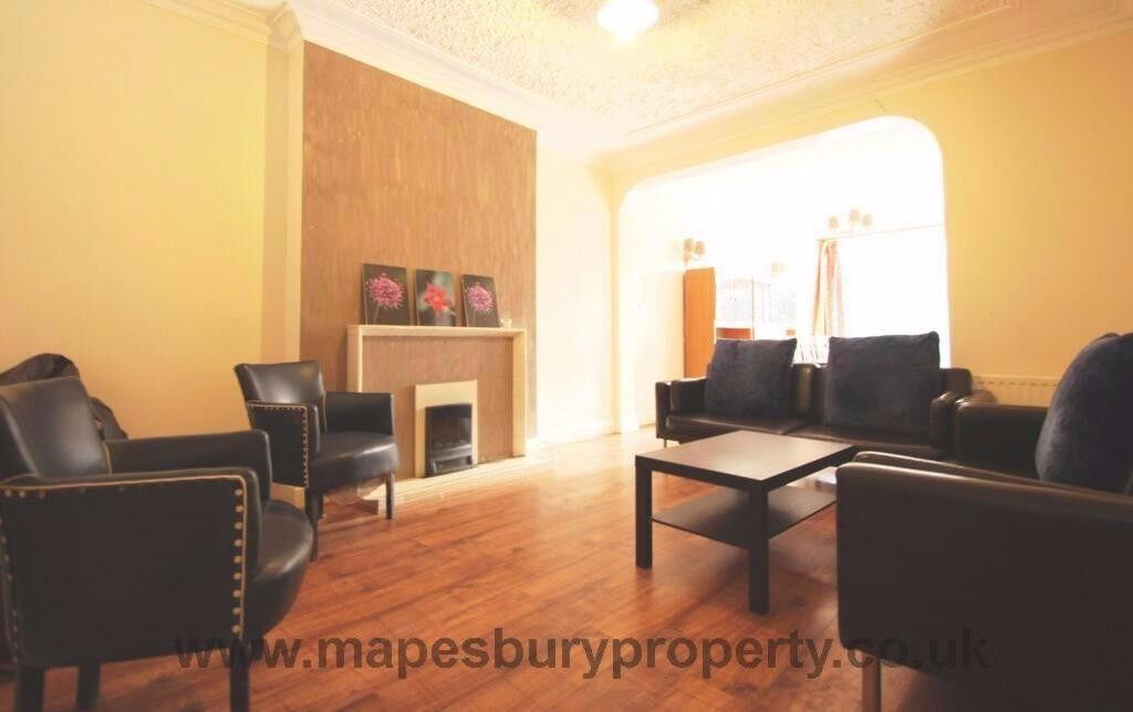 5 bed house for rent close to all amenities available in July Ideal for students & family