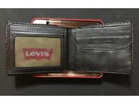 Levi's Black leather wallet brand-new with tags in Metal case box