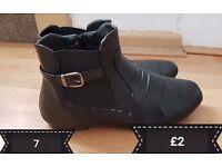 Ladies size 7 boots £2