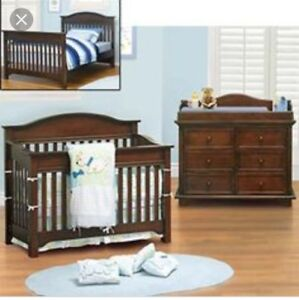 3 in 1. Crib, toddler rail, double bed conversion dresser includ