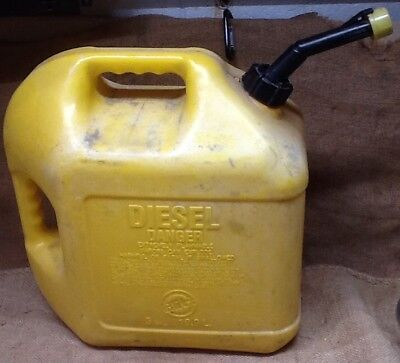 Blitz 5 Gallon Plastic Gas Diesel Can With Spout And Yellow Cap