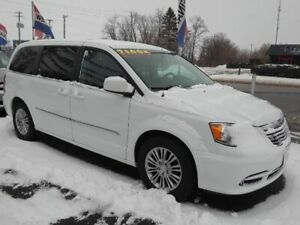2016 Chrysler Town & Country HAS THE WHOLE PACKAGE !! WE FINANCE