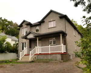 3 BEDROOMS/2 BATHS - $1950 + utilities in NIAGARA FALLS, ONT