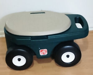 Step 2 Grass Hopper Garden Cart Seat Storage Green Beige