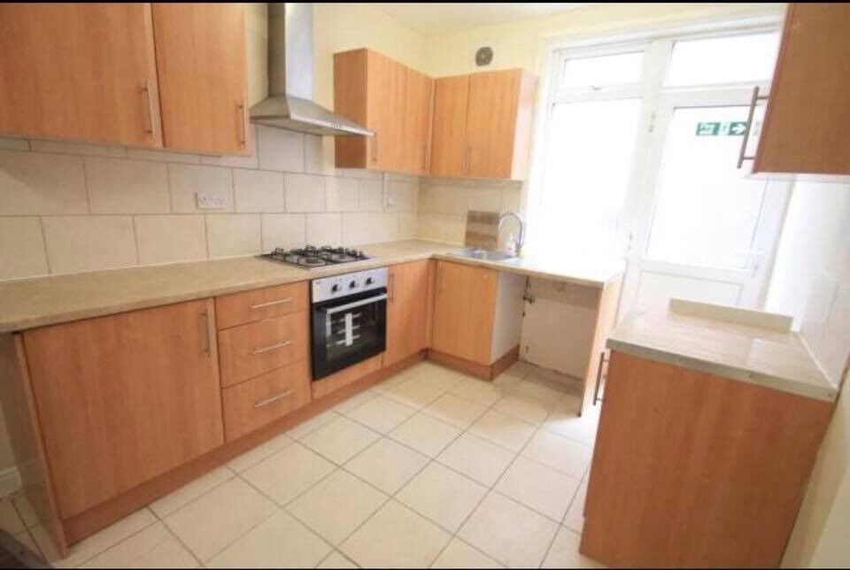 Awesome Reduced 8 Bed Hmo Property To Rent In Luton Close To Town 2300 In Luton Bedfordshire Gumtree Download Free Architecture Designs Lukepmadebymaigaardcom