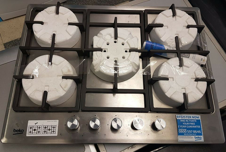 H104 stainless steel & black 5 burner gas hob comes with warranty can be delivered or collected