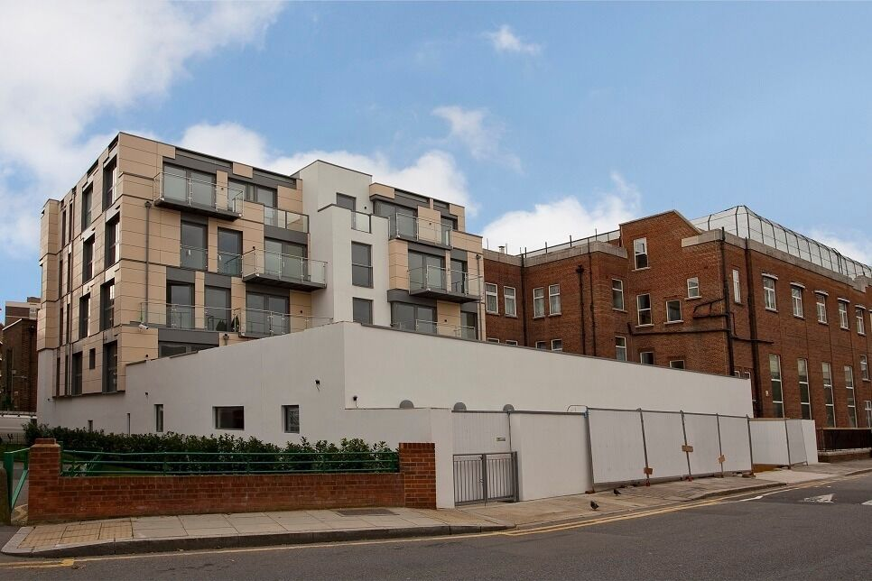 HOXTON* 3 Double Beds * HEATING & HOT WATER INCL * Balcony* MODERN