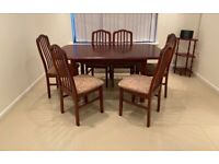 Mahogany wood extending dining table and 6 chairs