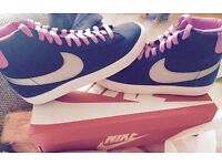 size 5.5 women's Nike hightops