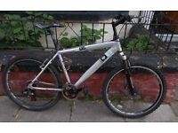 "Diamondback Hybrid Mountain Bike 26"" weels."