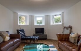 Stunning 2 bed flat in prime location Redland with parking and garden