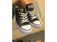 Converse Navy Shoes (Worn once) Size 7 UK Unisex