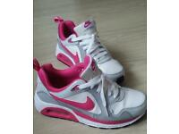 NIKE AIR MAX WOMANS/GIRLS SIZE 5