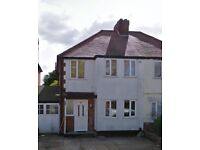 A VERY NICE 1 ROOM FIRST FLOOR APPARTMENT FLAT HOUSE ON LOCKWOOD ROAD IN NORTHFIELD BIRMINGHAM