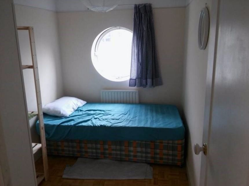 nice single room in safe area in busy Hackney