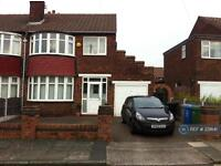 3 bedroom house in Whalley Avenue, Manchester, M41 (3 bed)