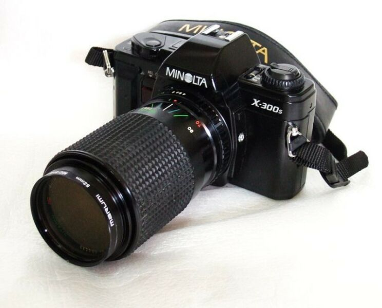 ALMosT MinT 1981 MiNoLta X300S FiLm SLR Camera with ToKiNa Lens $388
