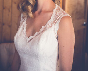 Beautiful Lace Wedding Dress (Dry-cleaned)