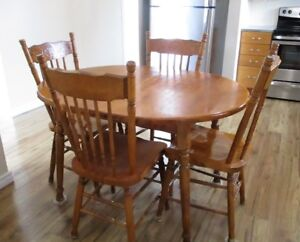 ROXTON SOLID MAPLE DINING SET WITH LEAF