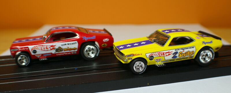 Auto World SRS330 4 Gear Snake Vs. Mongoose Set Cars Pair / Cars Only