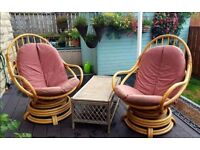 2 rattan chairs + table