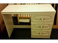 dresser with 3 drawers. 70cm x 100cm x 47cm. In good condition