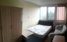 Double room in Roehampton near Putney Zone2 (bills inc)