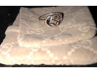 Gucci ring. Mint condition. Large size. Beautiful. UNISEX. Genuine. Double GG . Free Gucci case.