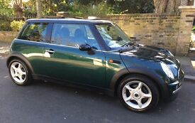 2002 AUTOMATIC MINI COOPER WITH OVER £5500 OF FACTORY FITTED EXTRAS EXCELLENT CONDITION MINI COOPER