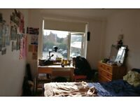 Spare room In Three Bed Flat Wih Double Beds and En-suites – ID:12551