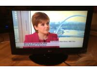 """32"""" LG LCD TV FREEVIEW HDMI CAN DELIVER."""