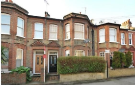 2 bedroom flat in Strathleven Road, London SW2