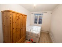 We are happy to offer this beautiful and bright Bedsit in Kember Street, Islington, N1