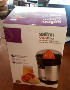 Salton Electric Juicer Like New In Box