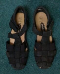 WOMENS SANDALS & SOFTBALL CLEATS - SIZES 6 & 6.5. Stratford Kitchener Area image 2