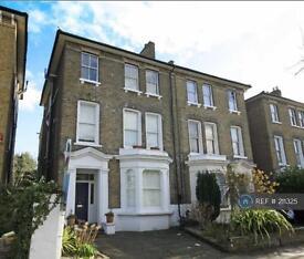 Studio flat in Eaton Rise, London, W5