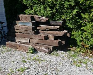 Bois à donner / poutre beam bois de chemin de fer